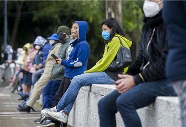Miles de personas en el mundo sufren por la pandemia. Foto. AFP