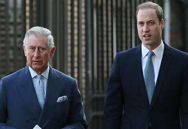 Los príncipes Carlos y Guillermo habrían manifestado su descontento sobre The Crown