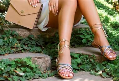Las sandalias de tiritas están de moda, sobre todo para salir en días calurosos