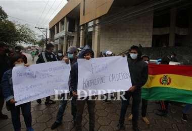 Los manifestantes cerraron la calle. Fotos: Juan Carlos Torrejón