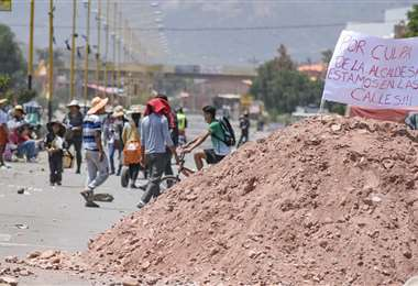 Continúan los bloqueos en Sipe Sipe. Foto: internet