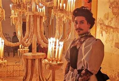 Así aparece el actor boliviano Erwin Berzaín en 'El baile de los 41'