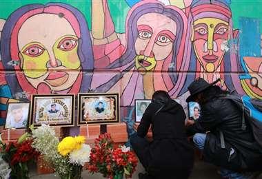 Familiares de las víctimas de Senkata. Foto: Defensoría del Pueblo