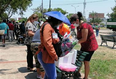 Gran cantidad de comerciantes en La Cuchilla. Foto. Leyla Mendieta