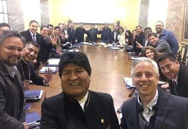 Una selfie del expresidente, y su último gabinete