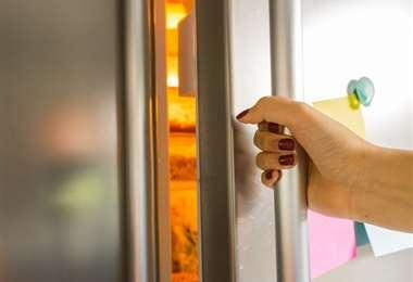 Evita abrir la puerta del refrigerador frecuentemente. Foto: Internet
