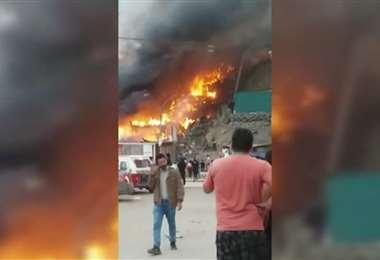 Una filmación casera da cuenta de las voraces llamas /Foto: captura de El Comercio