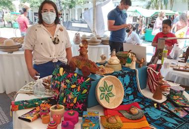 Más de un centenar de artesanos de Santa Cruz exponen sus productos.