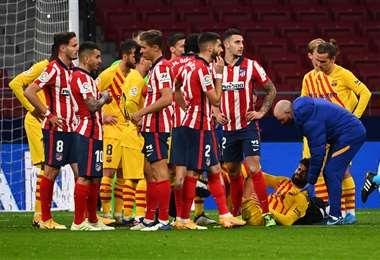Piqué se lesionó en el partido del sábado ante Atlético Madrid. Foto: AFP