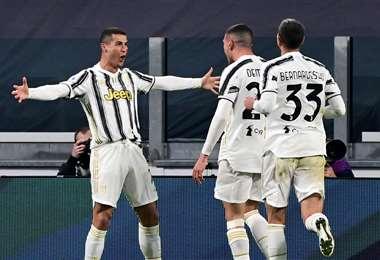 La celebración de Cristiano Ronaldo con sus compañeros. Foto: AFP