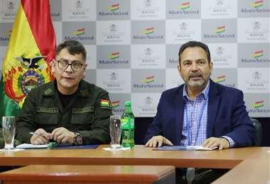 El comandante de la Policía  y el presidente de la Aduana/Foto: Aduana