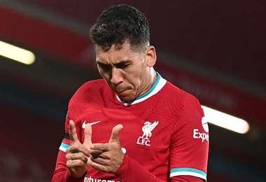 Roberto Firmino celebra su gol. Liverpool ganó este domingo al Leicester.  Foto: AFP