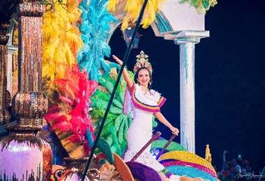 Fátima Jordán hizo muy buen papel como reina del Carnaval cruceño en 2019