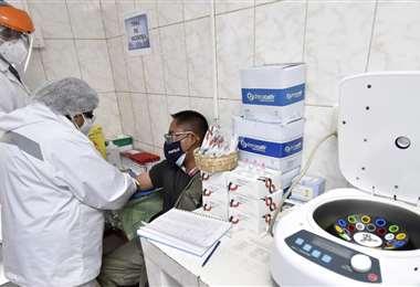 Los médicos piden continuar con el cuidado, ante el Covid-19. Foto: APG