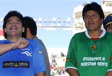 Evo junto a Maradona I archivo.