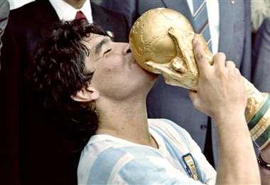 Maradona campeón del mundo I internet.