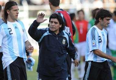 Maradona dirigió a Argentina en un partido contra Bolivia en La Paz. Foto: internet