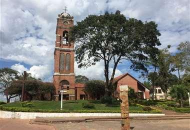 Iglesia y plaza principal de Buena Vista de los Santos Esposorios