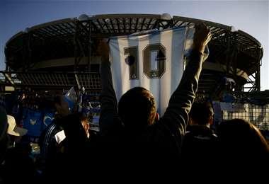 El estadio San Paolo, que podría llamarse Diego Maradona. Foto: AFP