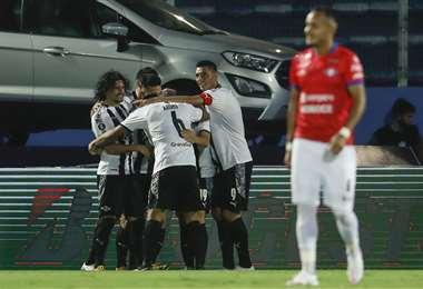 El festejo de los jugadores de Libertad tras el gol de Enciso. Foto: AFP