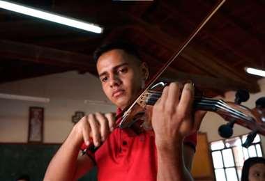 Los principales protagonistas de las orquestas misionales chiquitanas son los jóvenes