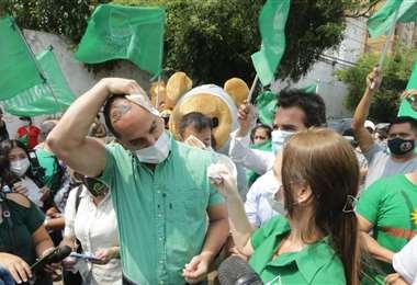 Fue agredido mientras prestaba declaraciones a la prensa. Foto: Fuad Landívar
