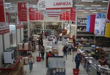 En Roho las personas llegaron en busca de productos para el hogar/Foto: Jorge Gutiérrez