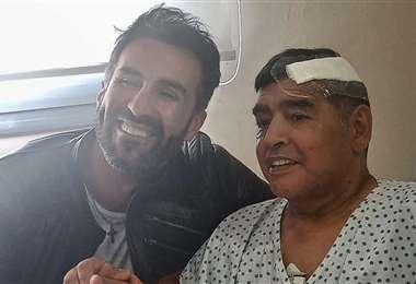 Maradona y Luque después de su última cirugía. Foto: AFP