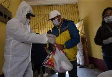 En el país, baja la incidencia del coronavirus por el momento. Foto: Fuad Landívar
