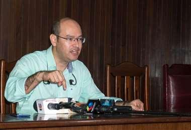 Bazán dio una conferencia de prensa para denunciar al activista