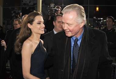 Jon Voight y Angelina Jolie están enfrentados por la política