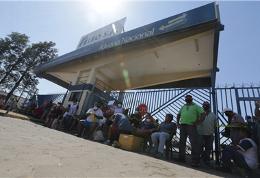 Ciudadanos movilizados activaron una vigilia en almacenes aduaneros /Foto: Fuad Landívar