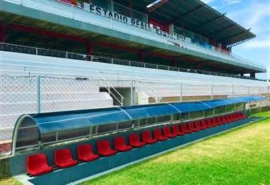 Así lucen las nuevas casamatas del estadio de Real Santa Cruz.
