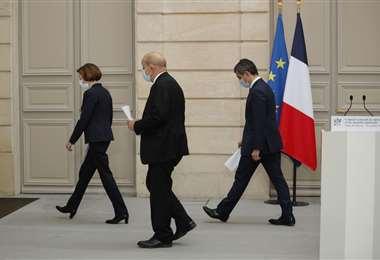 Francia resta apoyo al grupo ultranacionalista 'Lobos Grises'
