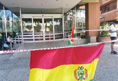 Precintaron puertas de ingreso a la Gobernación/Foto: Juan Delgadillo