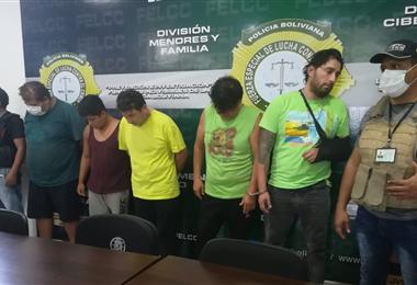 La Policía presentó a los acusados de robos en Santa Cruz. Foto. Guider Arancibia