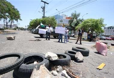 En la capital oriental, siguen los bloqueos y la toma de instituciones.