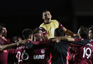 Lanús celebra su pase a octavos de la Sudamericana. Foto: AFP