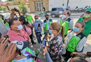 La alcaldesa interina explica a los medios de prensa sobre la campaña /Foto: Alcaldía