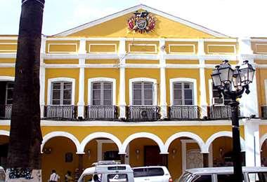 La gobernación de Cochabamba mantiene sus actividades a pesar del paro