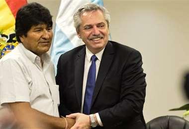 Evo (izq.) junto al presidente argentina, Alberto Fernández. Foto: Internet