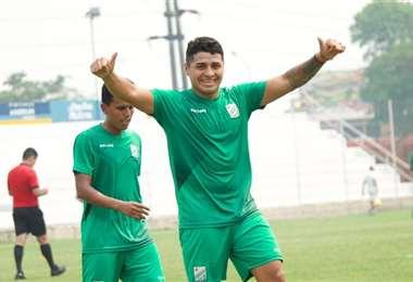 El festejo de Daniel Rojas, que aportó con un gol al triunfo de Oriente. Foto: Prensa OP.