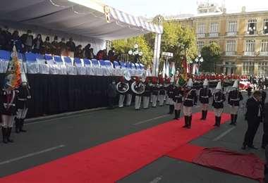 Los militares rinden honores en el acto. Fotos: APG Noticias