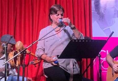 Chachi Claure en el escenario de Tapekua, en la presentación de La Vida