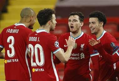 La celebración del gol de Jones. Foto: AFP