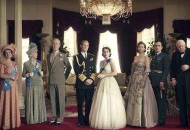 Integrantes de la familia real británica en una escena de la serie The Crown