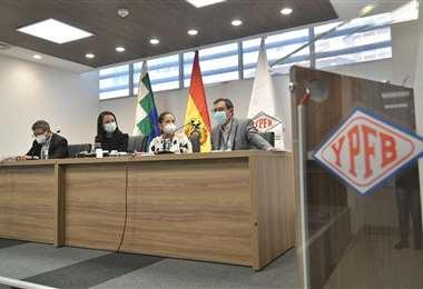 Autoridades de YPFB I APG.