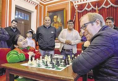 Reconocida. Mollo, en un acto con el gobernador de Tarija, Adrián Oliva