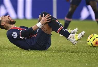 Neymar se lamenta tras quedar lesionado. Foto: AFP