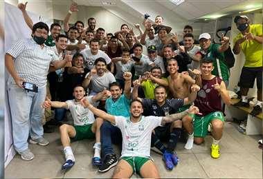 Oriente festejó con mucha euforia la victoria frente a su clásico rival. Foto: Oriente P.